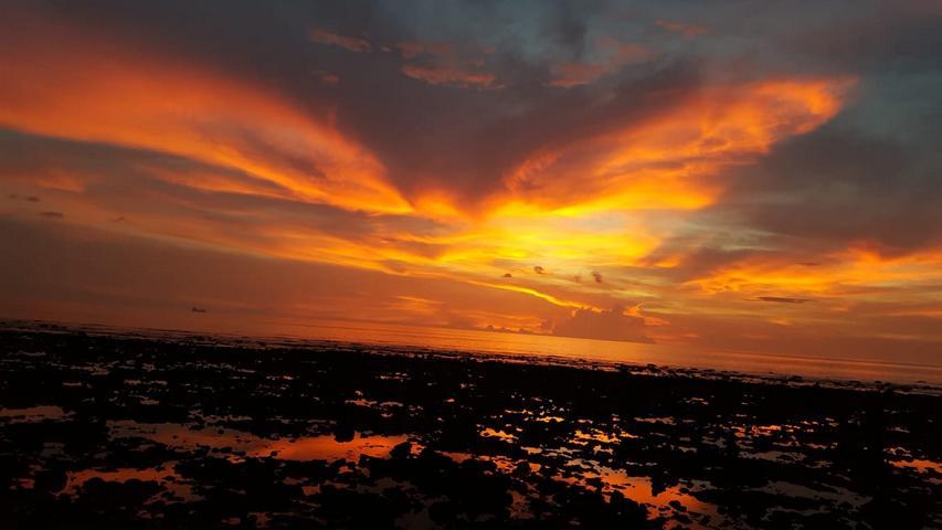 Coconut Bay Beach Koh Lanta bei Sonnenuntergang